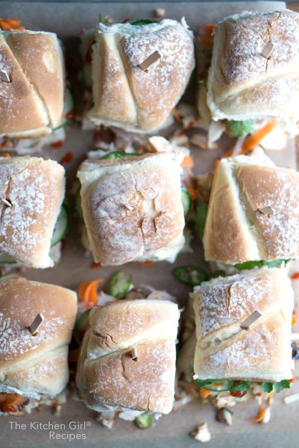 Vietnamese Chicken Banh Mi Sandwich Sliders made with grilled chicken, pickled veggies, cucumber, cilantro, jalapeno, mayo, and Sriracha. #banhmi #vietnamese #partyfood #gameday #sliders #grilledchicken