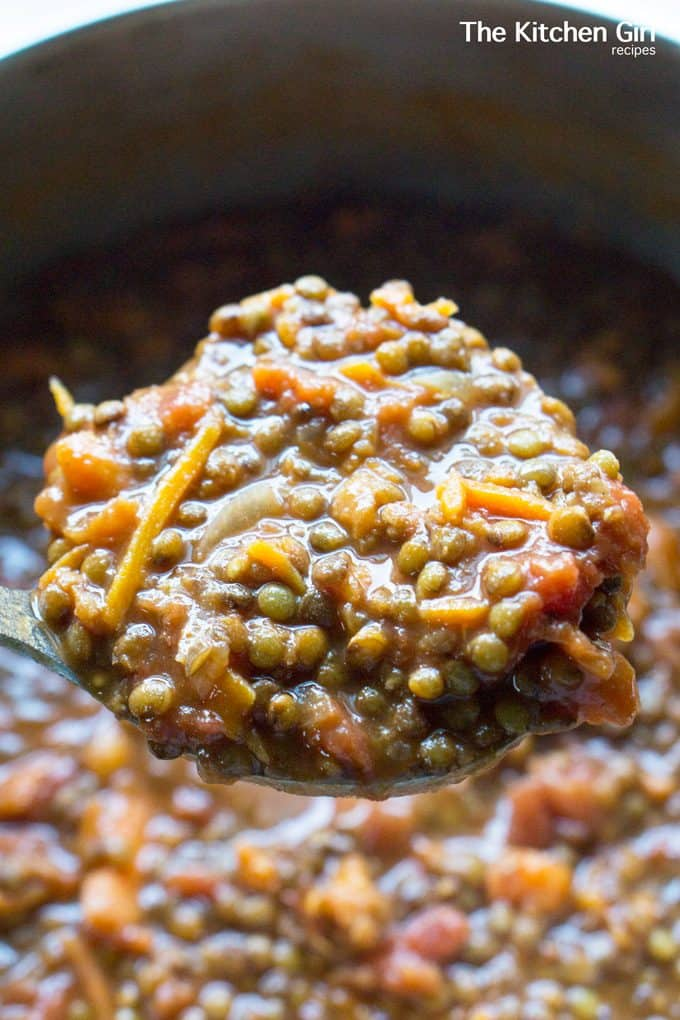 Eat clean for days with Meatless Lentil Chili. Mostly hands free and ready in 60! #lentilchili #veganchili #glutenfree #meatlessmonday #mealprep #mealplan #chili