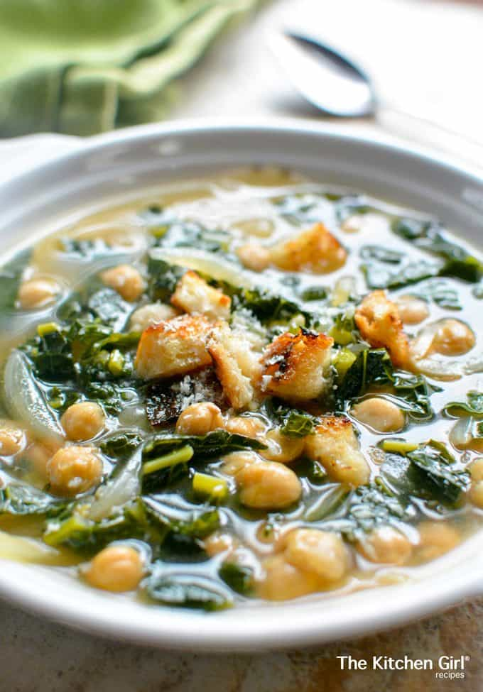 Healthy soup in 15 minutes with this Kale Chickpea Soup! Healthy, quick, weeknight meal #vegansoup #kalechickpea #vegan #chickpeasoup #kale #garbanzo