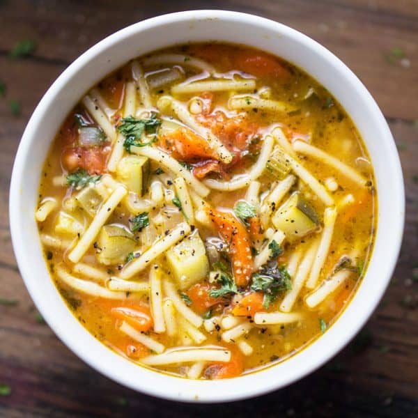 Minestrone soup with fresh vegetables, tomatoes, veggie broth, and quick cooking pasta noodles #vegan #mealplan #mealprep #minestrone #minestronesoup #healthysoup