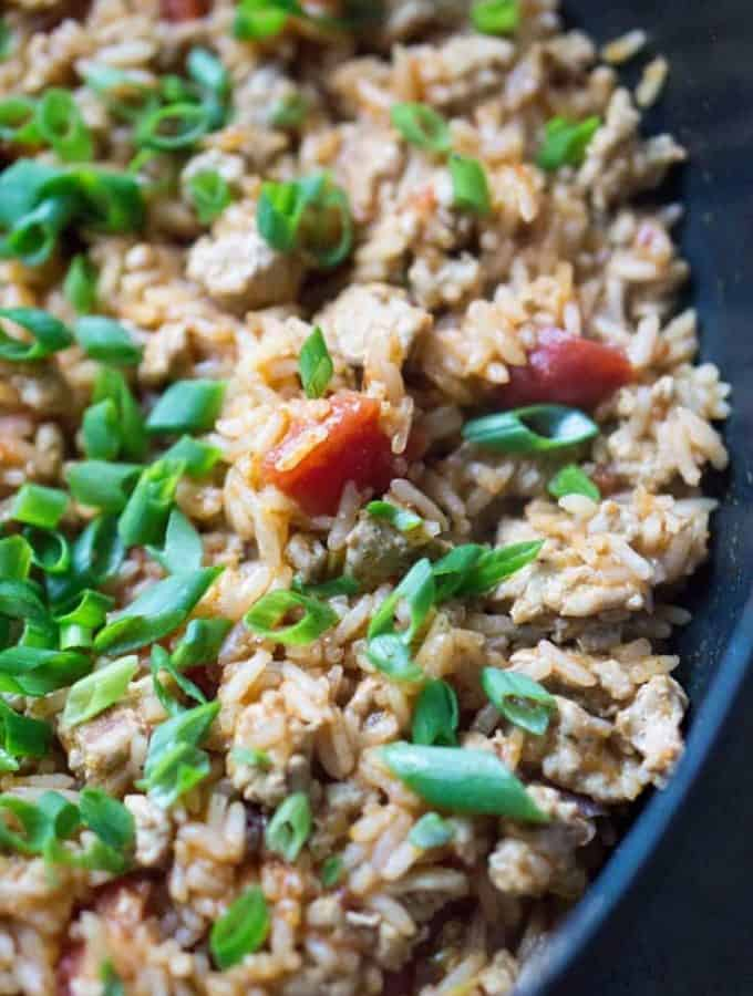 Turkey taco meat skillet is a one pot dinner or filling for tacos, burritos, nachos, and taco salad! #mexicanfood #turkeytacos #tacomeatrecipe #healthymexican #mealprep #weeknightmeal #tacomeat #healthymealprep